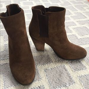Brown suede Vince Camuto ankle boots size 8
